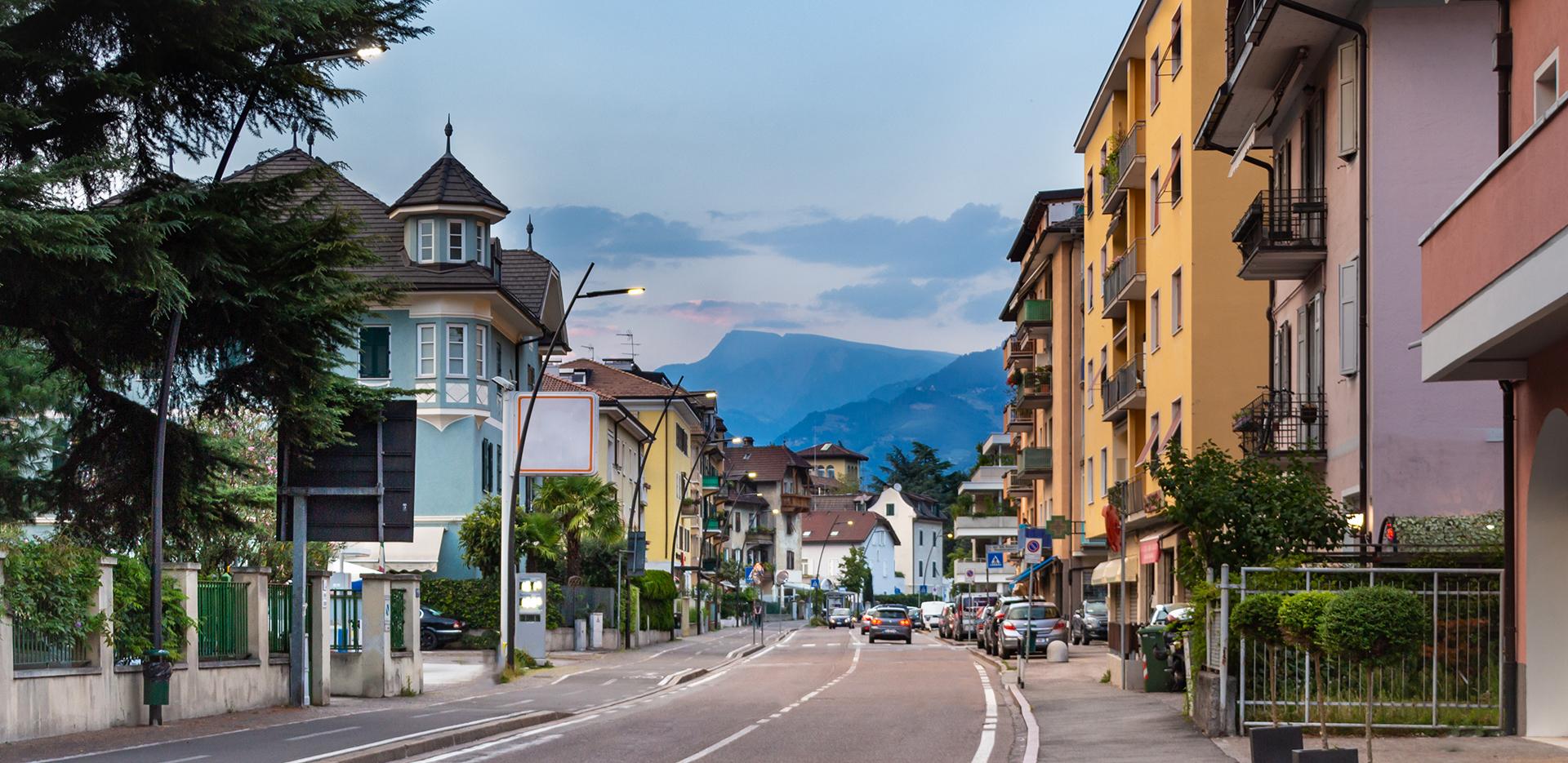 Illuminazione stradale a LED con STYLO nelle strade di Bolzano - AEC Illuminazione