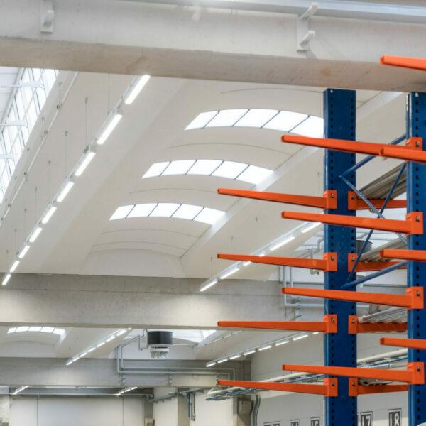 Sistema a plafone per interni e capannoni industriali.