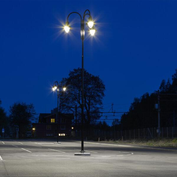 Piazzale parcheggio illuminato a LED con lampioni di arredo urbano REVELAMPE AEC Illuminazione