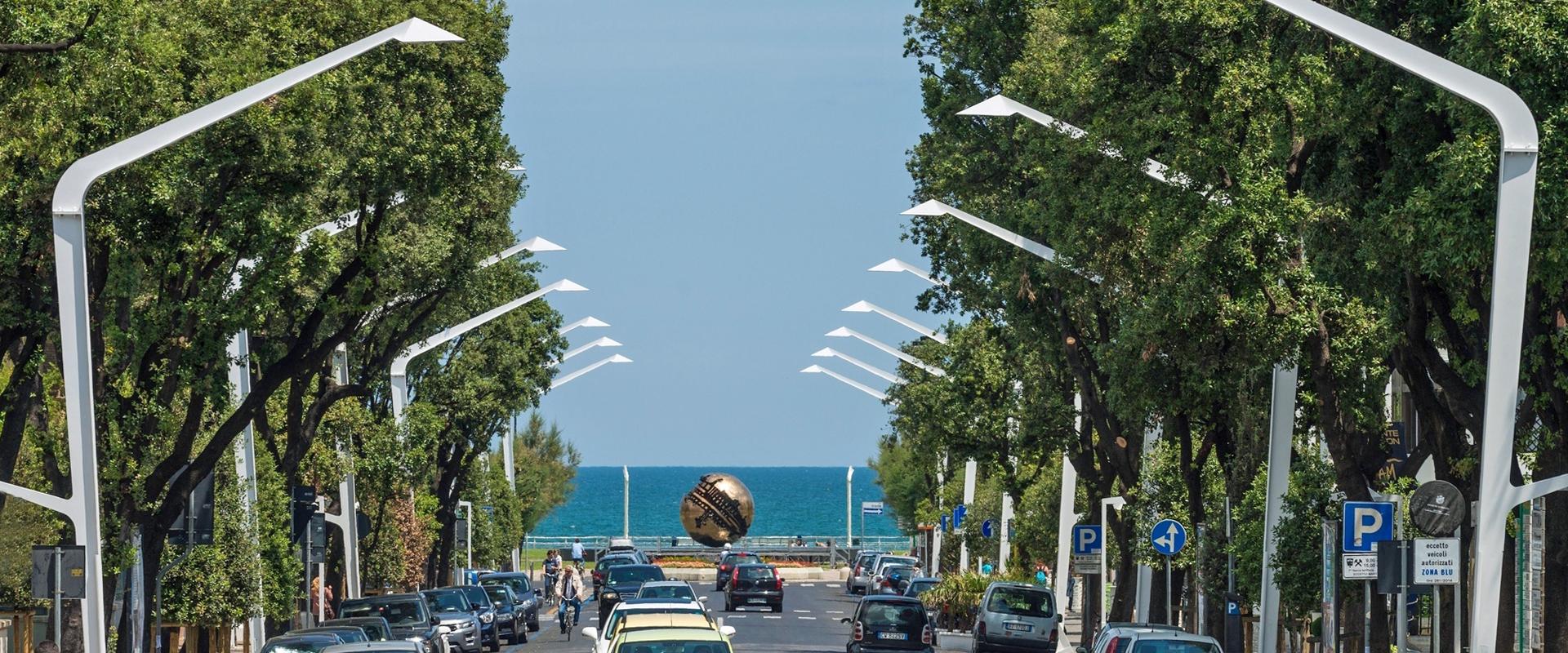 Illuminazione urbana a LED di Pesaro con lampione di design ESCAPE - AEC Illuminazione