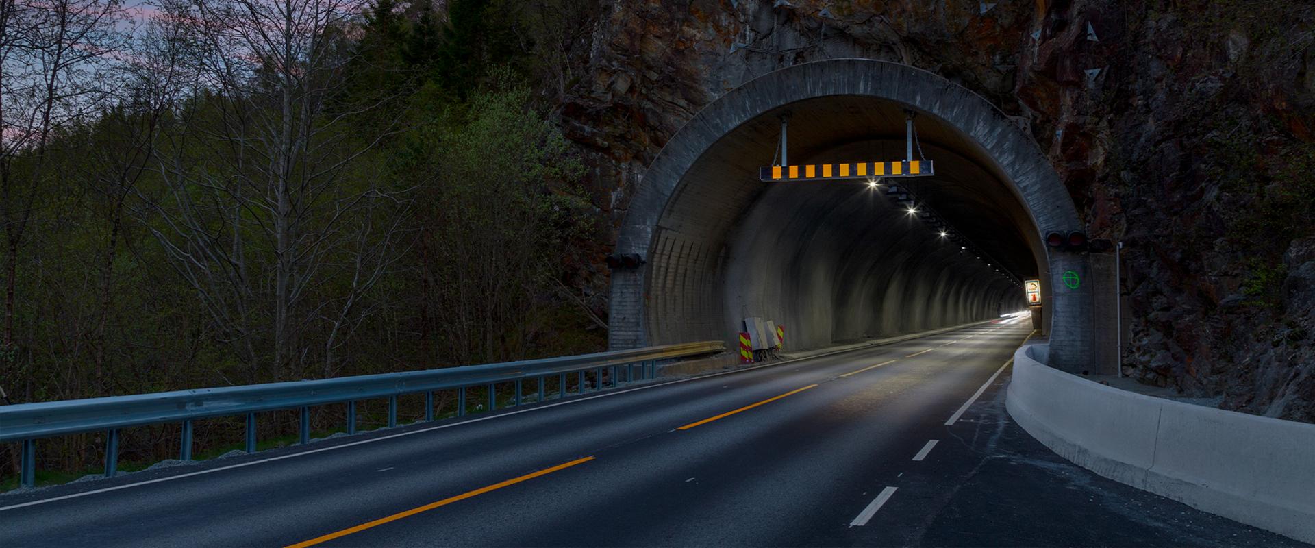 Faro LED gallerie stradali