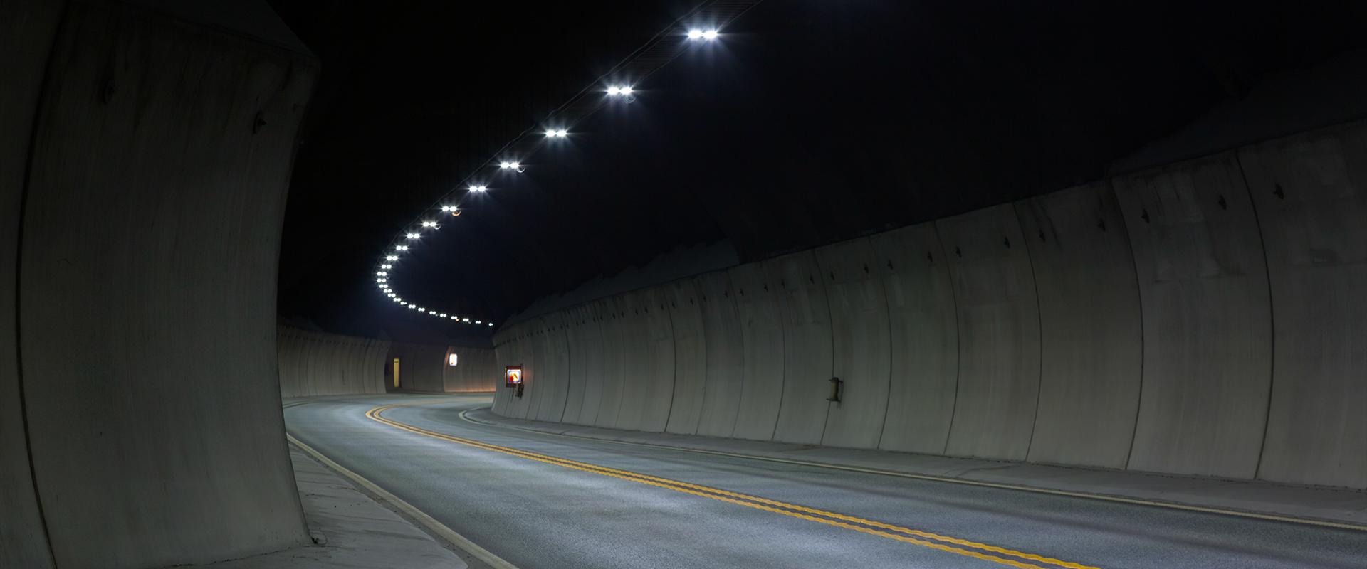 Faro per illuminazione di tunnel