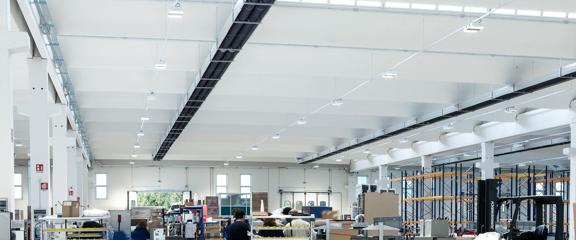 Illuminazione LED aree produttive industriali