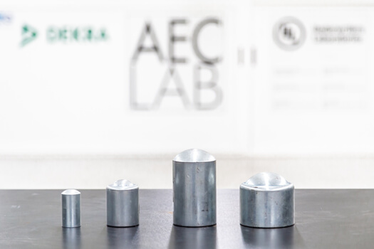Test IK resistenza meccanica presso i laboratori di AEC Illuminazione