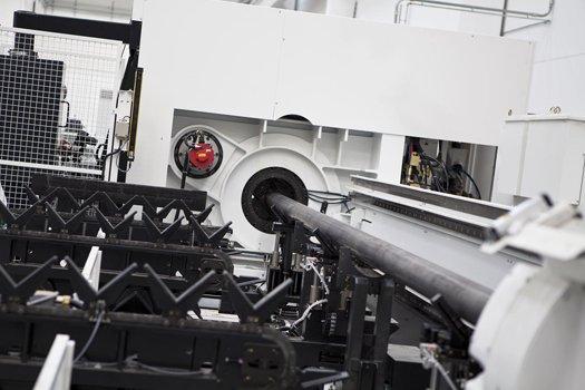Taglio laser palo - AEC Pole Division - Stabilimento produzione pali illuminazione pubblica